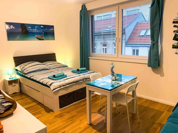 Nice room between Sissy Palace and City Centre!