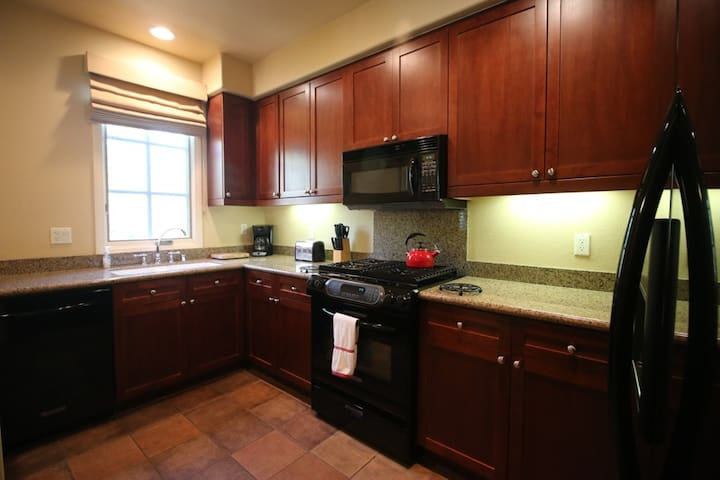 Fully furnished kitchen for your needs.