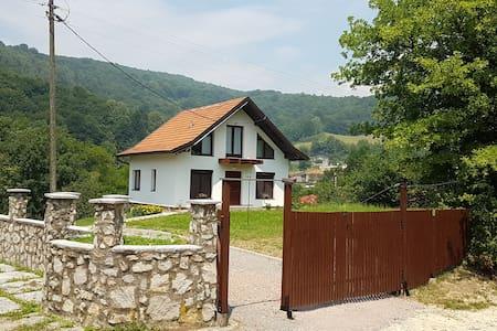 Visoko, Weekend House Zeka