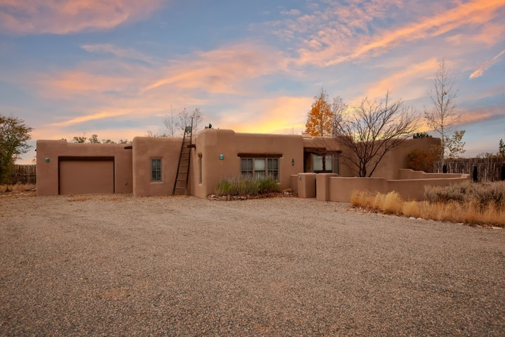 Lovely family-friendly adobe home, with stunning 360-degree mountain views, in proximity to Taos