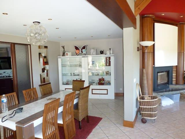 Villa contemporaine de 235m² - calvinet  - Casa de camp