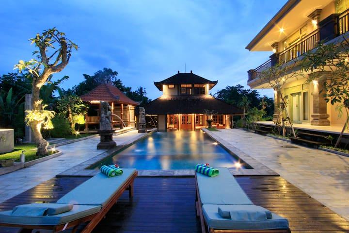 Sweet 1BR Inang Villa /Jepun room Pool View