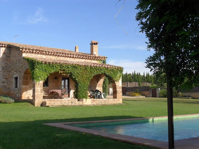 Casa Isabelle. Masia with private non - chlorine pool, 15 mins to the Costa Brava beaches