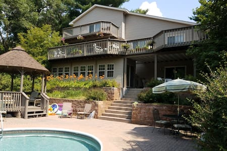 Kinni Country Home, Entire Lower Level Priv Entry