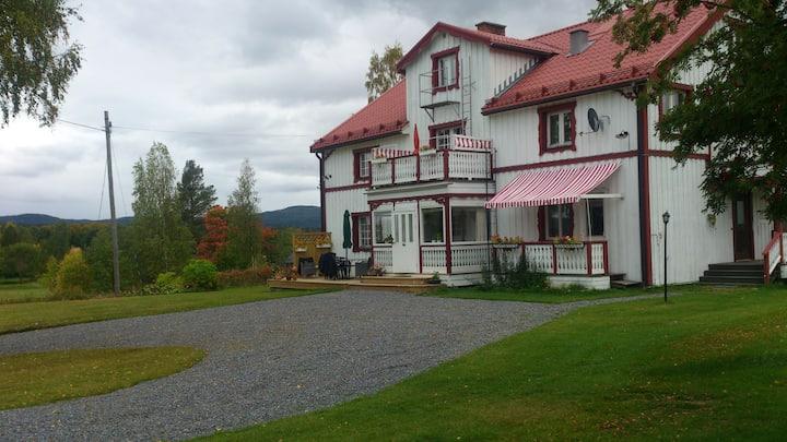 Lägenhet i hus på landet utanför Sollefteå.