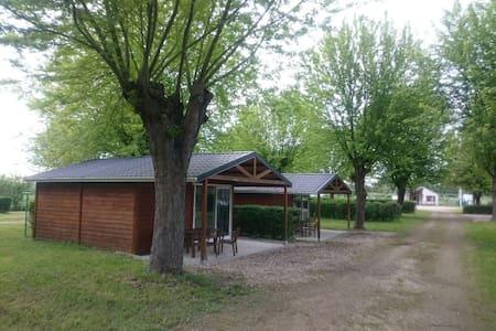 Beau chalet au sein d'un camping - Brienon-sur-Armançon