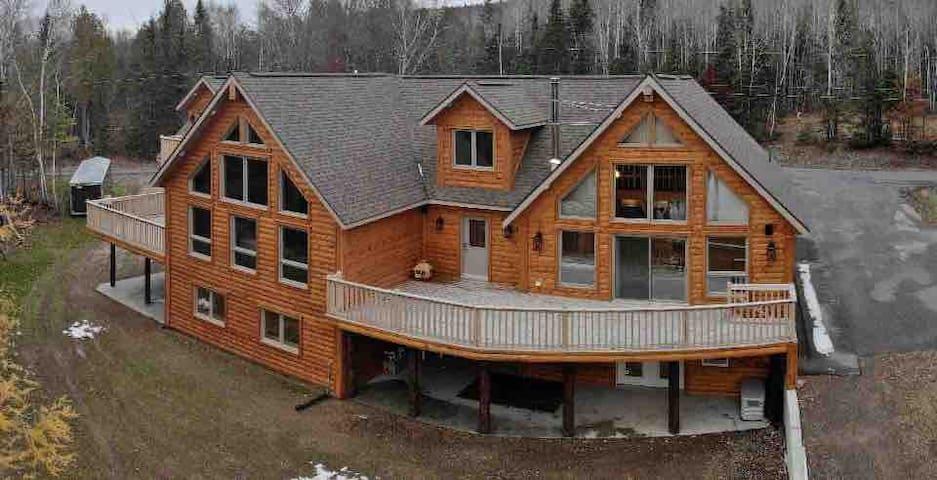 Twin Peaks Lodge Suite