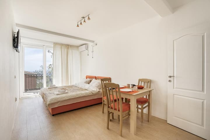 Brand new apartment with sea view (number 6)