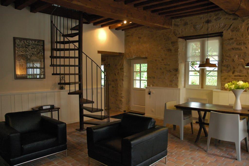 g te de luxe et design clos laraison bourgogne maisons. Black Bedroom Furniture Sets. Home Design Ideas