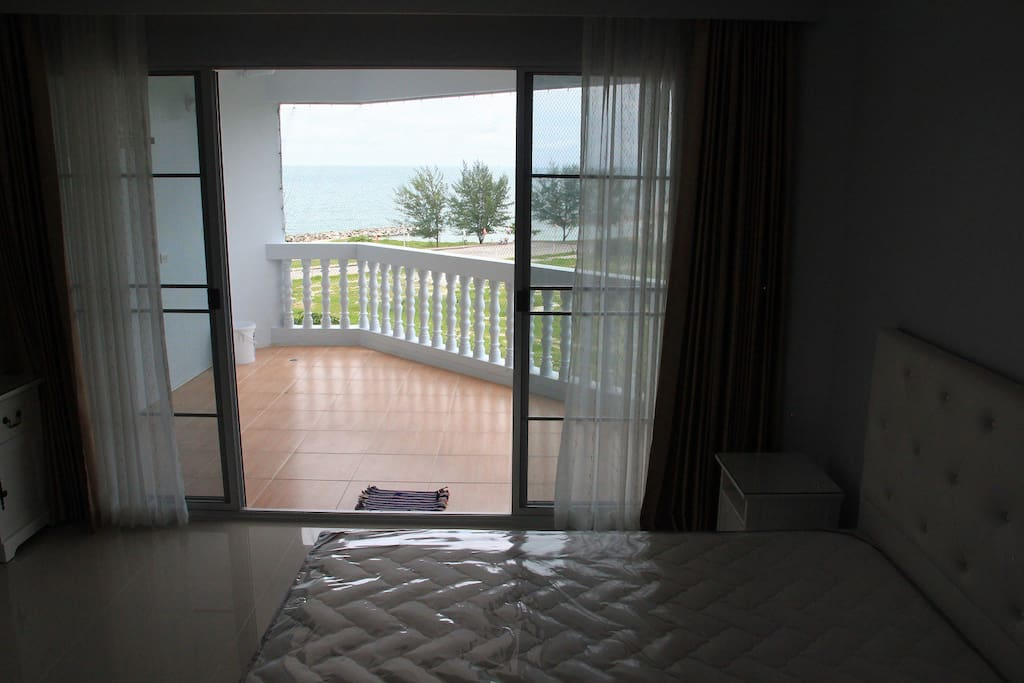 Bed room with sea view