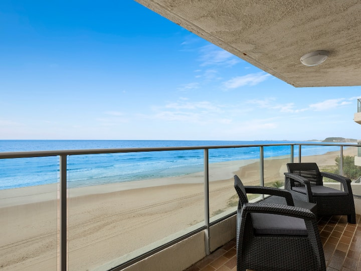 Sweeping views from Relaxed OCEAN FRONT apartment