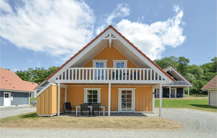 Holiday cottage with 4 bedrooms on 106m² in Gråsten