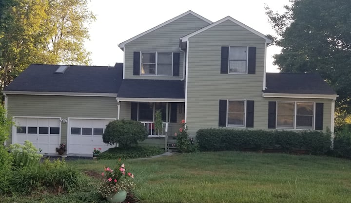 Home in Blacksburg available for FOOTBALL GAMES!