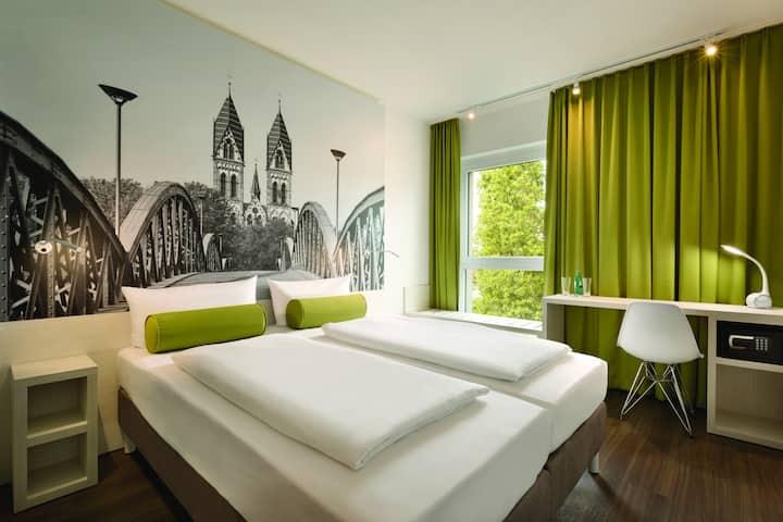 Komfortables Doppelzimmer in Freiburg (Super 8)