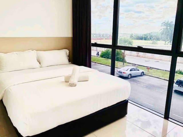 马来西亚吉隆坡国际机场坐标酒店KLIA/KLIA2航站楼豪华大床大窗房中转早班机奥特莱斯