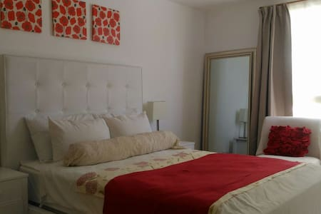 Marquee Residence 1BR!! Location!!! long-term only