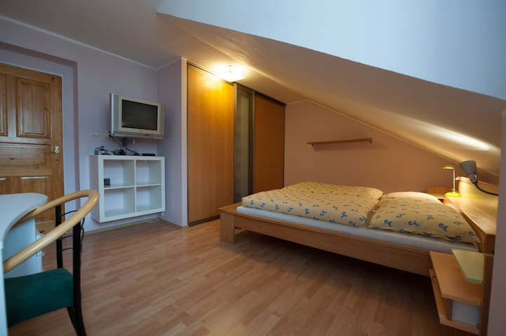 Tomas's home master bedroom  :) - Český Krumlov - Hus