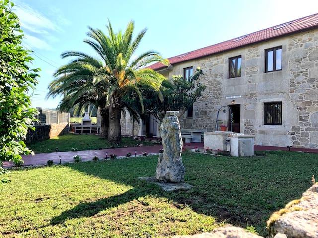 CASA DE HORTA (Casa rural con piscina 12 personas)