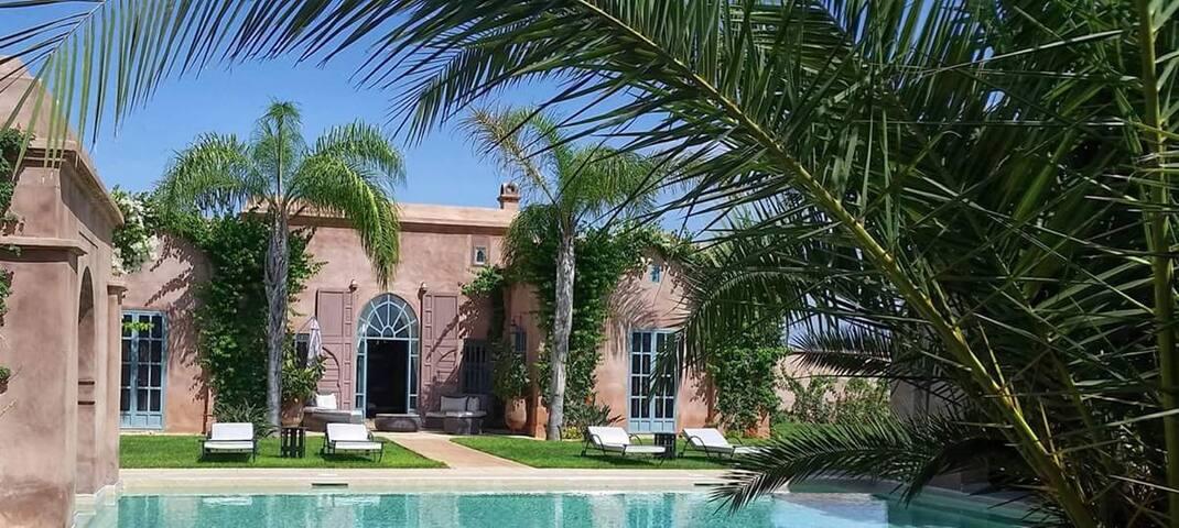 Villa + Piscine sans vis à vis, services hôtelier