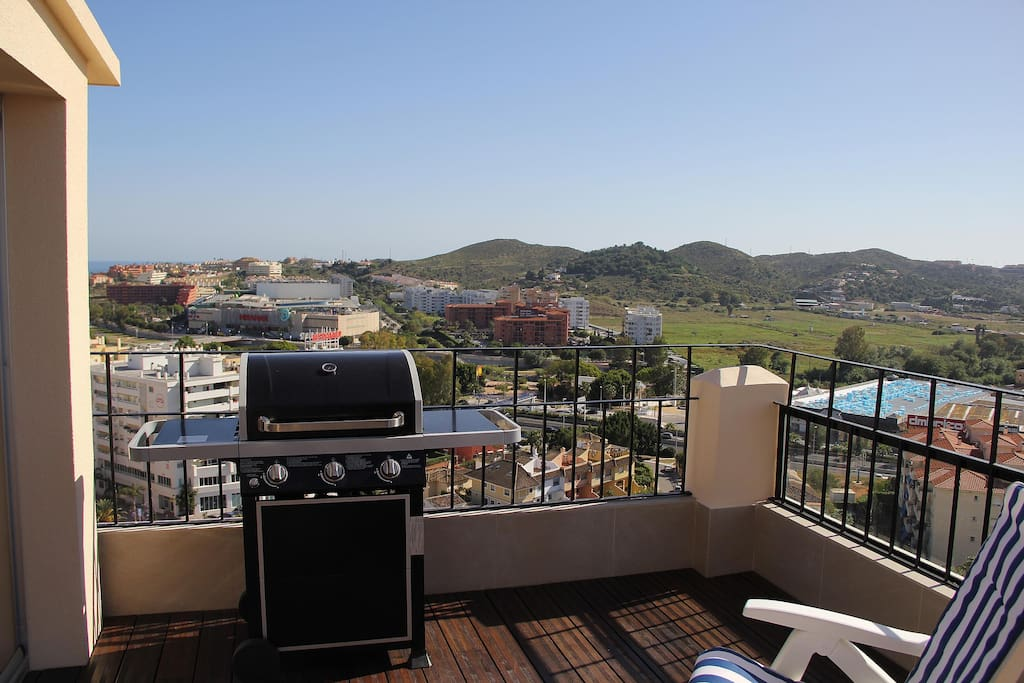 Prepare your perfect BBQ meal on our 3-burner gas grill while enjoying the spectacular view over the mountains and the Mediterranean sea.