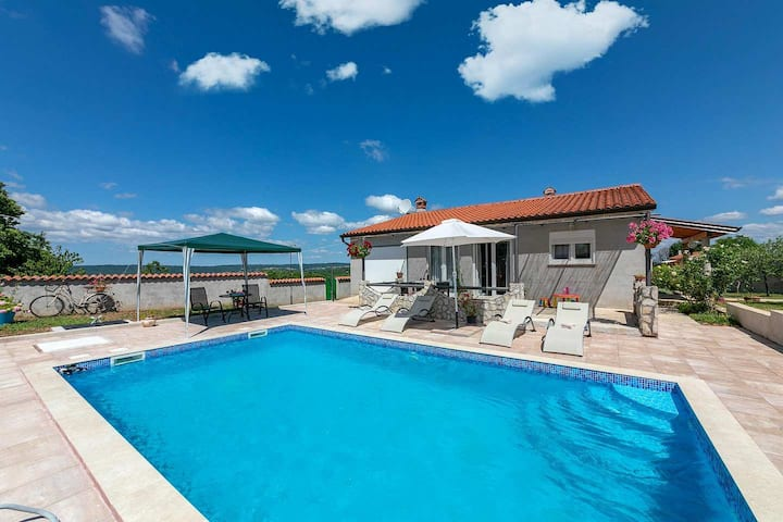 One storey holiday home Casa Sandra with pool