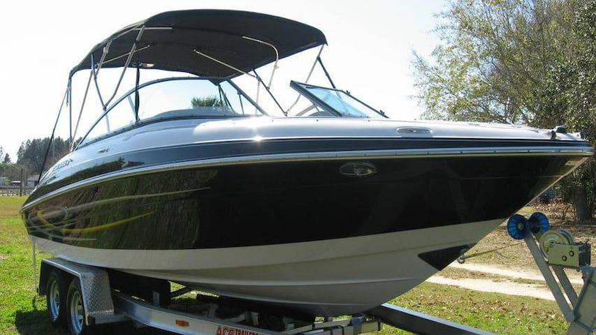 Four Winns 230 Horizon Boat