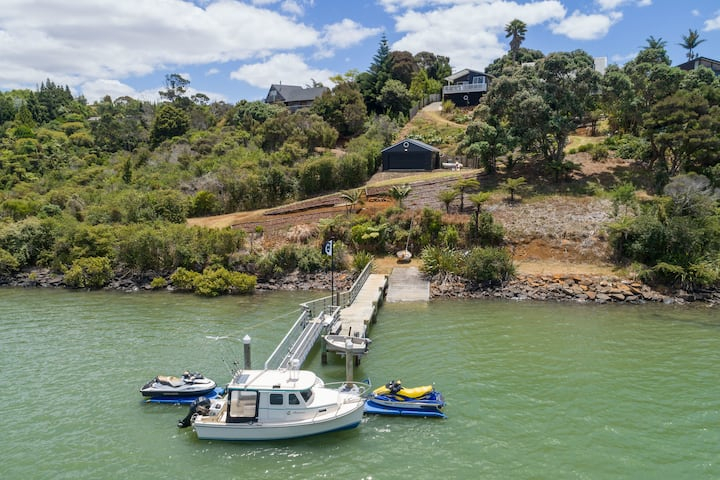 Black Marlin Bach - Unparalleled Waterfront Access