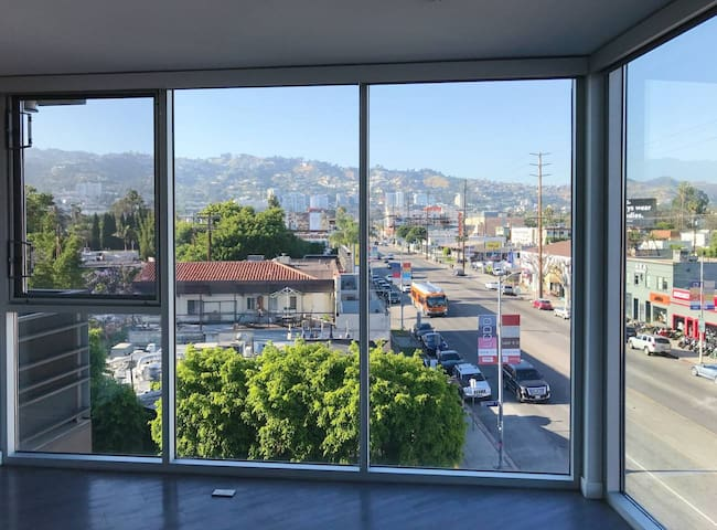Corner unit with an amazing view of Hollywood