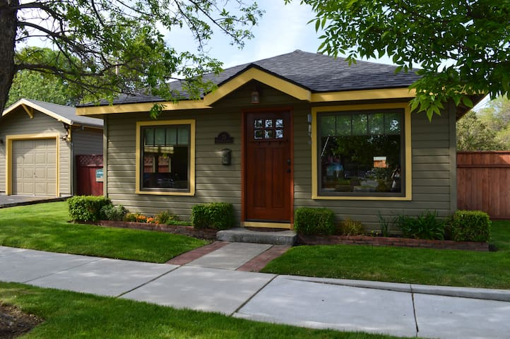 The Autumn Cottage: Historic Downtown Bend