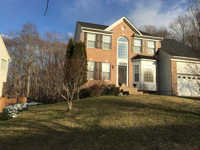 Stunning 1 Bedroom Basement Apartment close to DC - Accokeek - Byt