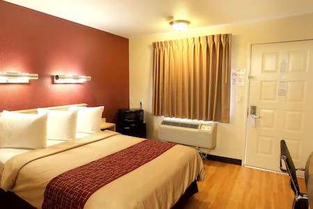 Bright - Cozy Room in City Center [ Free Parking ]