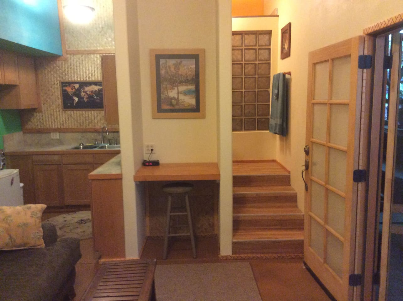 Private Studio, bathroom / shower, kitchenete, desk, queen bed with ALL TAXES INCLUDED!