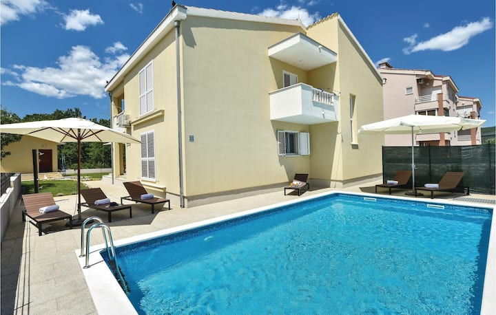 Awesome home in Dugopolje with WiFi and 4 Bedrooms