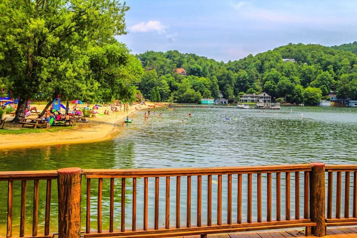 Foxrun Town House Lake Lure Beach on site!!!