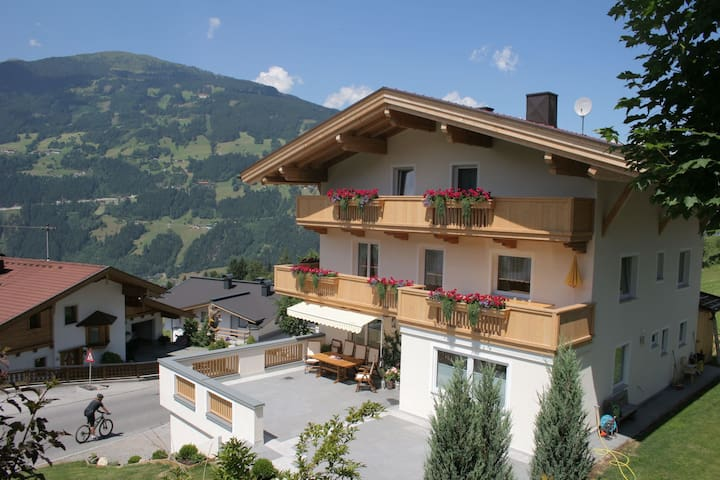 Beautiful Apartment near Mountains in Gerlosberg