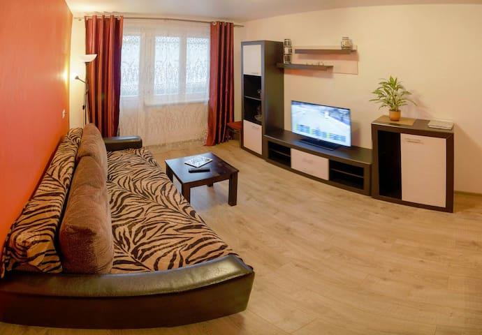 3-комн с 2-мя спальнями и гостиной-столовой