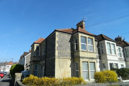Period Apartment close to the Sea Front.