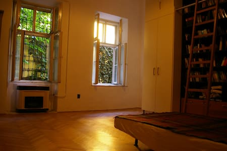 A quiet room with garden - Budapest - Apartment