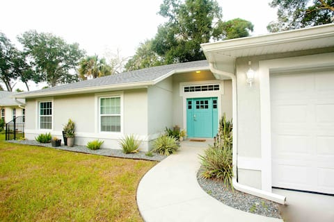 ENTIRE HOME Spacious & open Modern Downtown Oasis!