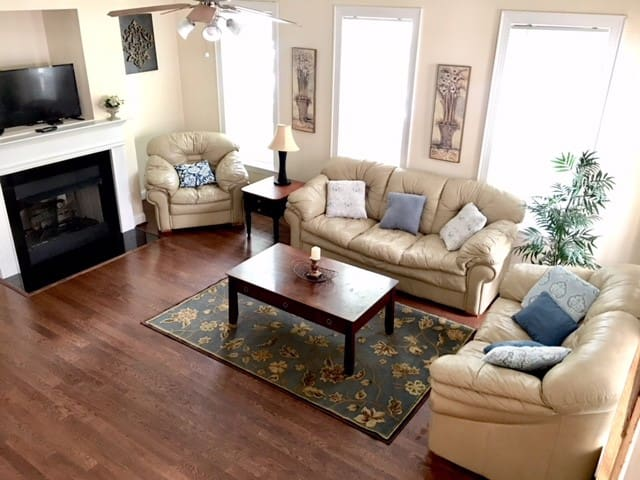 Uptown Craftsman Home - Historic area