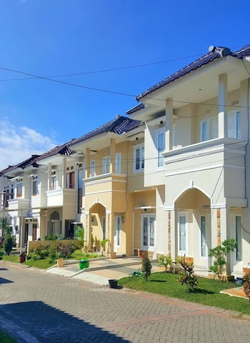 Villa 3 BR.. 50m From Museum Angkut - Batu - Willa