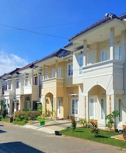 Villa 3 BR.. 50m From Museum Angkut