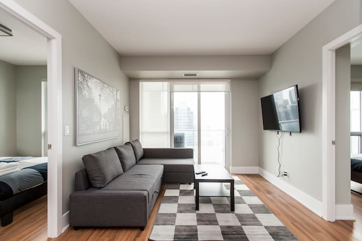 2 Bed 2 Bath across from CN tower /w free parking
