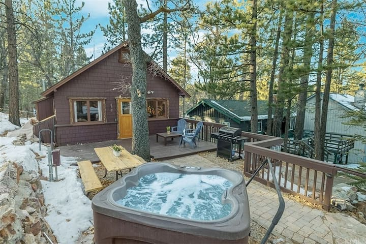 The Cozy Cub - FREE Ski/Board Rental! - 2BD/1BA/Hot Tub/WiFi/Smart TV