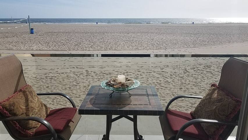 EXCLUSIVE & LUXURIOUS PRIVATE BEACH FRONT PROPERTY