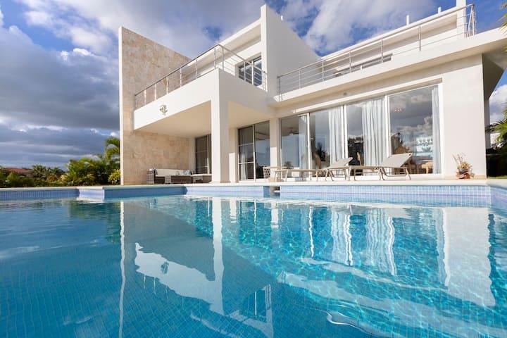 Villa 3 habitaciones en residencial Bahia Principe
