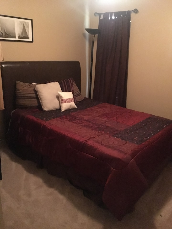 Private Room 10 min from DFW Airport