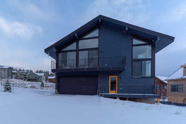 Modern Mountain Chalet near Winter Park and Granby