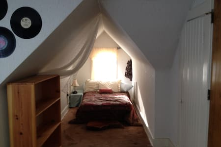 Charming Loft close to downtown - 公寓