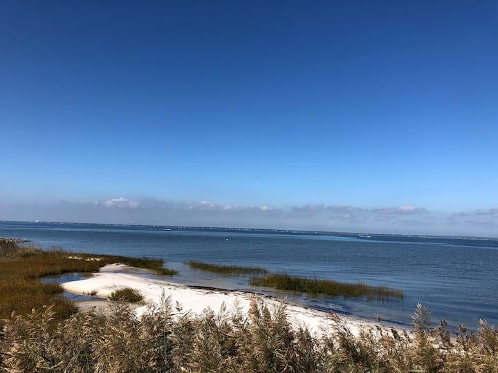 Updated Bayfront 4 bdrm 2 bth, private beach w/ AC